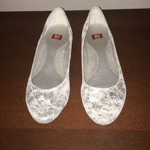 NWT BC cracked silver leather ballet flats 8.5
